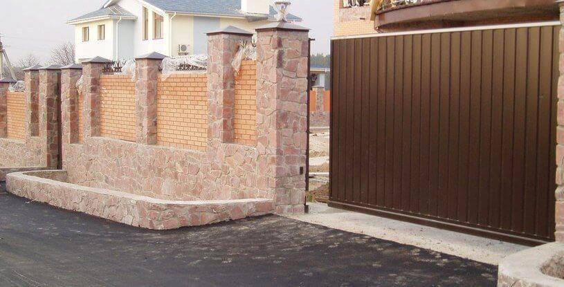 Посилені відкатні ворота з профнастилу